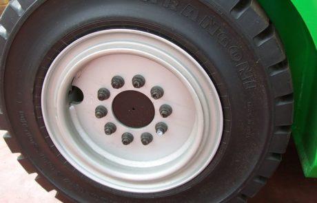 pneumatici carrelli elevatori