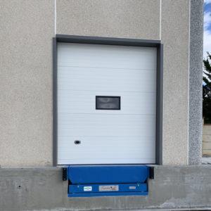 porta sezionale industriale vista frontale